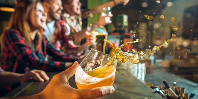 Feier in Bar