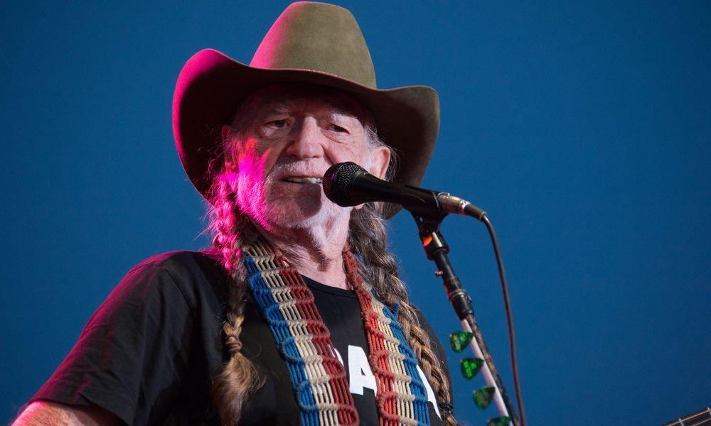 """Willie Nelson """"Ich Musste Mit Dem Rauchen Aufhören, Wegen Atemproblemen"""""""